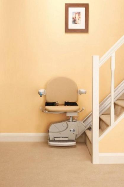 Foto modello montascale rettilineo installato a verona for Montascale per disabili verona